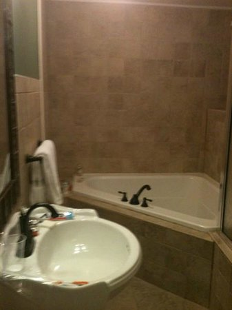 The Colonial Inn at Historic Smithville:                   Sink and Jacuzzi Tub (The Johnson Suite 201)