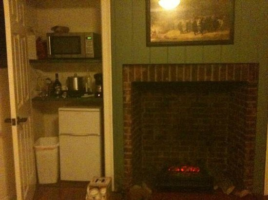 The Colonial Inn at Historic Smithville:                   Living Room Fireplace/Kitchen in a closet! (The Johnson Suite 201)