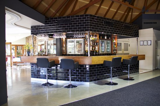 Lloyds Restaurant & Function Centre: Lloyds Bar
