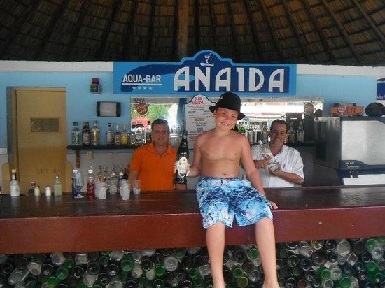 Brisas del Caribe Hotel:                   pool bar