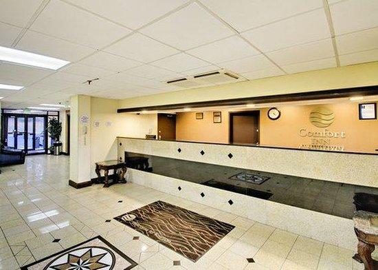 Comfort Inn Towson: front desk