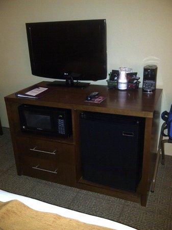 Comfort Inn & Suites: TV, microwave, frig, and coffee/tea station