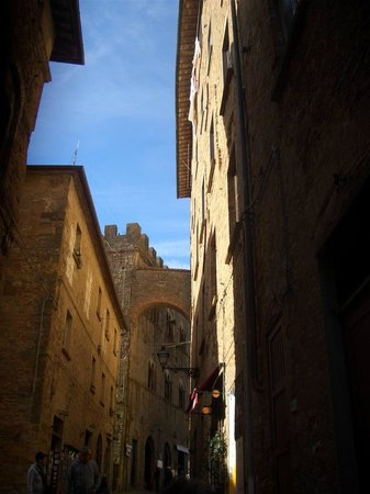 Camere Renzi:                   Streets of Volterra
