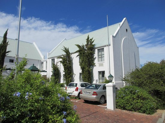 Stellenbosch Lodge:                                     Outside view