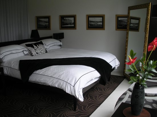 โรงแรมควีนส์ทาวน์ พาร์ค: Remarkables Room...very comfy bed!