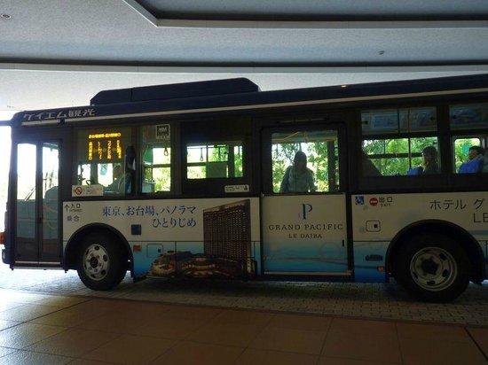 Hilton Tokyo Odaiba:                   ホテルのバスプールから出るレインボーバス
