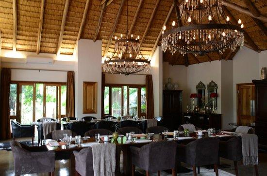 Karkloof Safari Spa:                   dining room