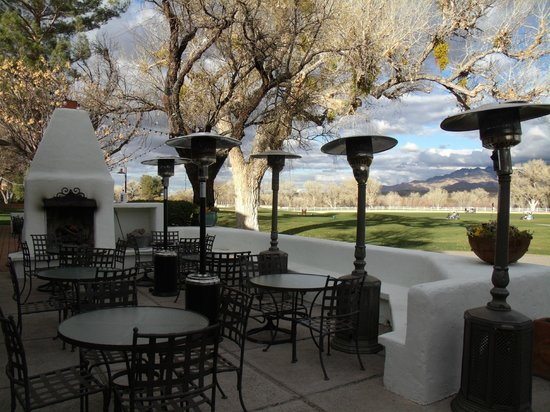 Stables Ranch Grill: Patio seating with a view of golf course and mountains