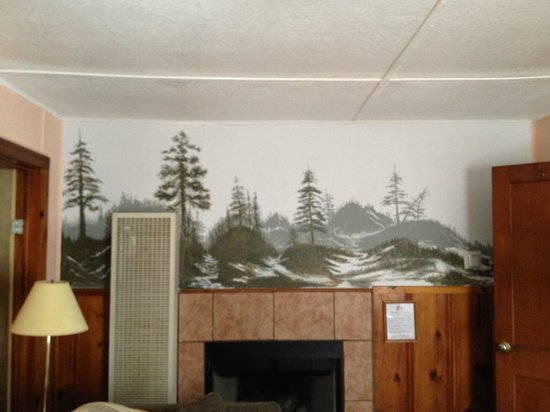 Idle Hour Lodge:                   Living room - cabin # same as others                 