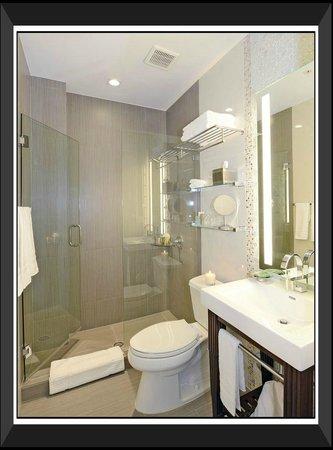 إثاكا أوف ساوث بيتش هوتل: Bathroom & Amenities