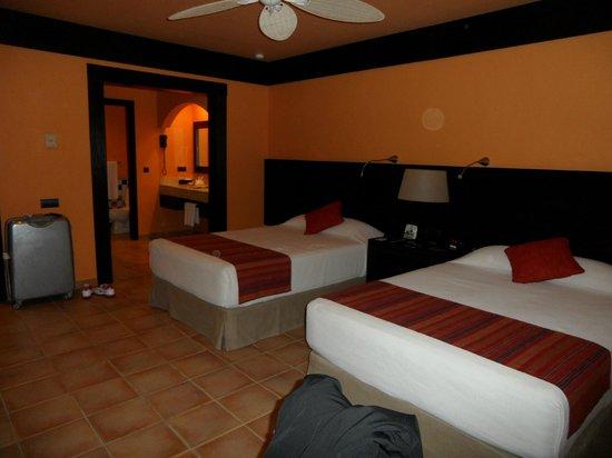 Catalonia Playa Maroma:                   grande chambre