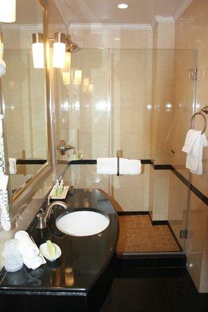 Hotel Stanford: Cuarto de baño