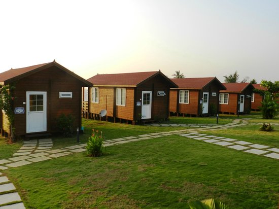 Ozran Heights Beach Resort:                   Row of cottages
