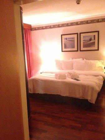 Radisson Blu Hotel, Manchester Airport: room - suite