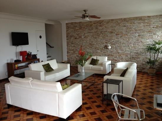 Um Meia Tres: Lounge