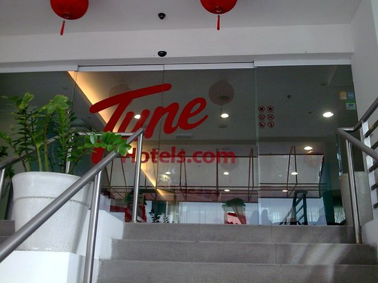 Tune Hotel Waterfront Kuching: Tune entrance,have to lug ur luggage up the stairs...but who cares its a cheap stay :o)
