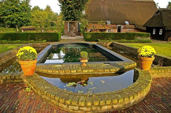 Erfgoedlogies de Eshof: The Pool