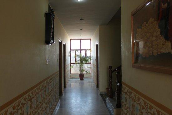 Hotel Teerth Palace:                   Corridor