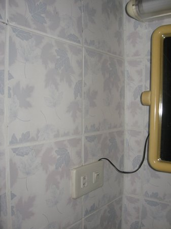 Palada Guest House:                   Cable for bathroom light