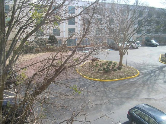 Holiday Inn & Suites Atlanta Airport - North: View from standard room # 379