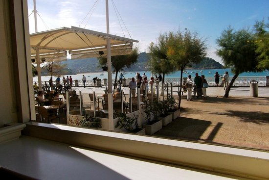 Hotel de Londres y de Inglaterra: View from the bar out toward beach area