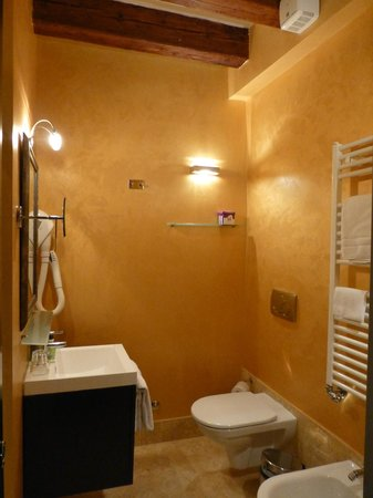 AD Place Venice:                   Orange bathroom in the BLue & Black Suite