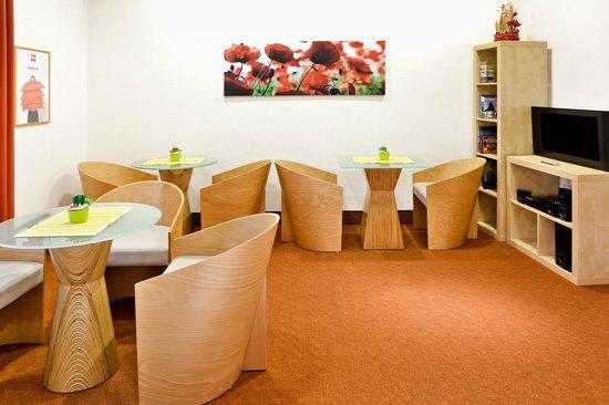 Ibis Gyor: Kitchen lounge
