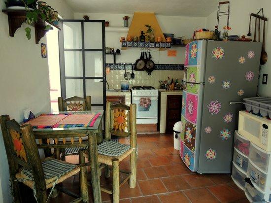 أل سون دي لوس سانتوس - هوستل:                   Cocina                 