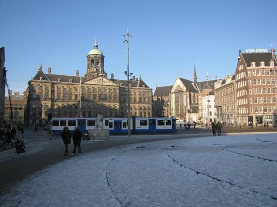 NH Collection Amsterdam Grand Hotel Krasnapolsky: Dam square and palace