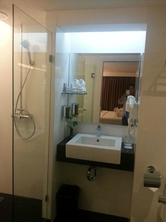 CityPoint Hotel:                   Bathroom