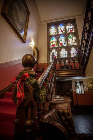 Wroxall Abbey Hotel & Estate: Red Staircase & Stained Glass Window