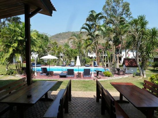 Eco Valley Lodge Khao Yai: view from dining terrace towards pool and garden
