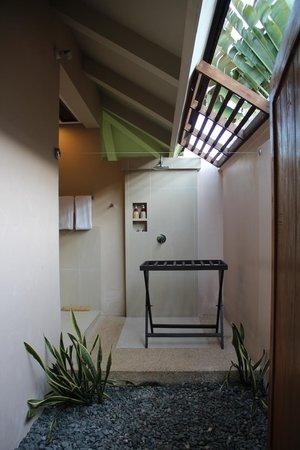 Amorita Resort:                   shower area
