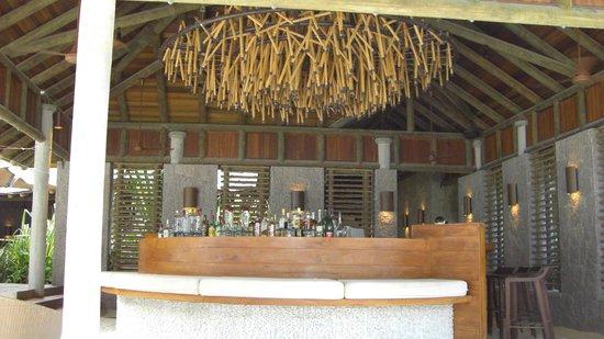 Constance Ephelia:                   bar sulla spiaggia