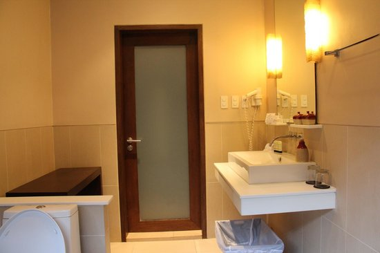 Amorita Resort:                   toilet/bathroom