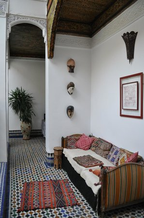 Riad Laayoun:                   petit coin salon à l'étage