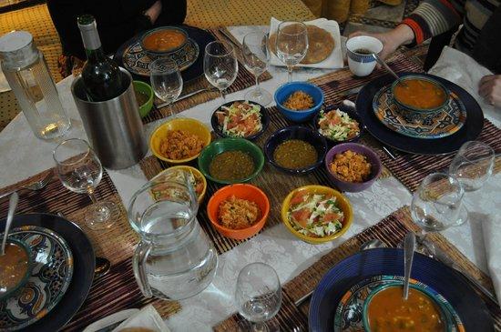 Riad Laayoun:                   les petites salades et soupe en entrée