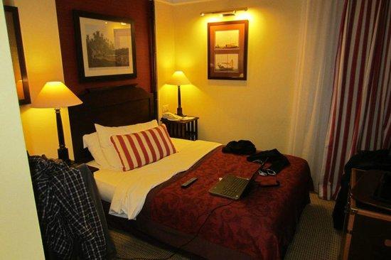 Hotel Kipling - Manotel Geneva:                                     room