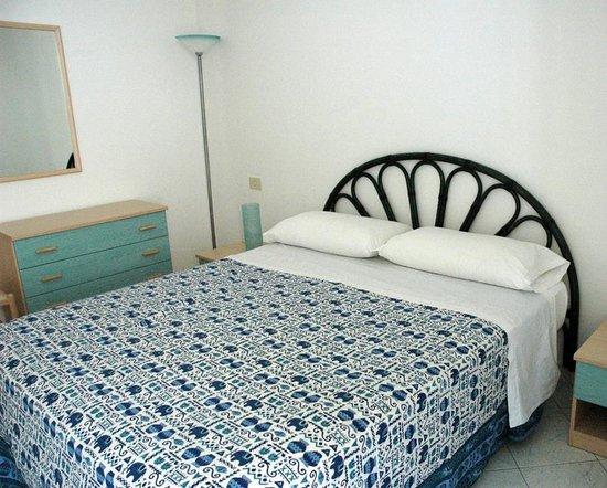 Cannetomare Appartamenti : www.cannetomare.com     Letto