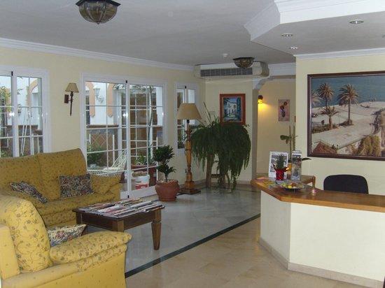 Apartamentos Casanova:                   reception
