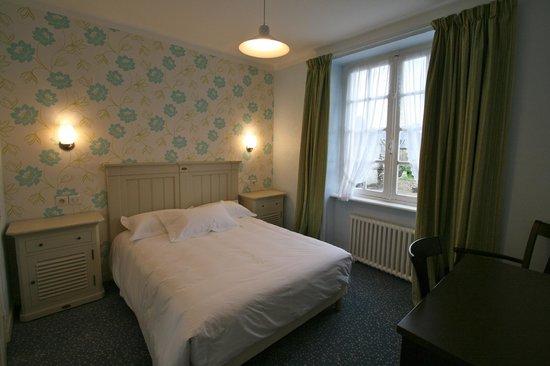 L'Auberge du Cabestan : Chambre confort double: 1 lit 140x190. Salle d'eau douche lavabo et WC. Téléviseur, wifi