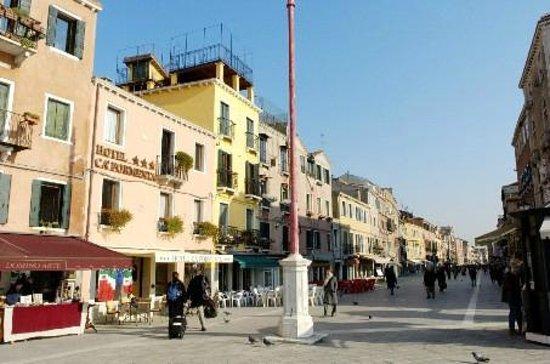 Hotel Ca' Formenta: Via Garibaldi