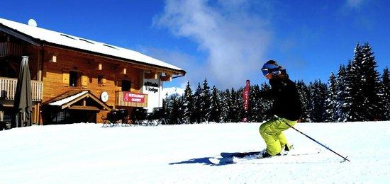 Altitude Lodge: Door to Door Skiing