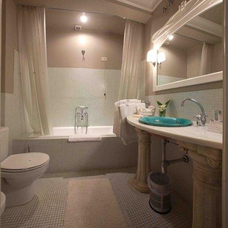 Pazo de Bentraces: Double Room Bathroom