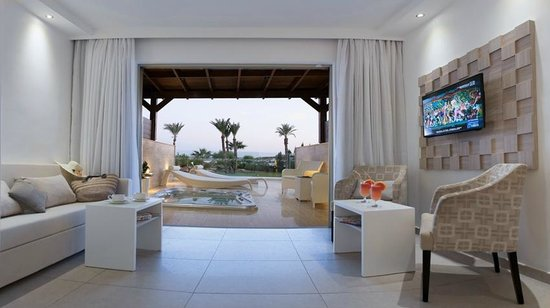 Asterias Beach Hotel: Junior Suite