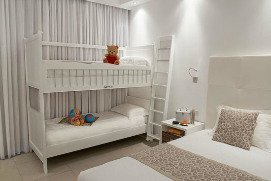 Asterias Beach Hotel: Family Room
