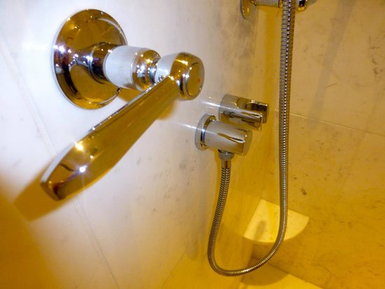 Belmond Copacabana Palace:                   Shower tube wrong size to fit clip