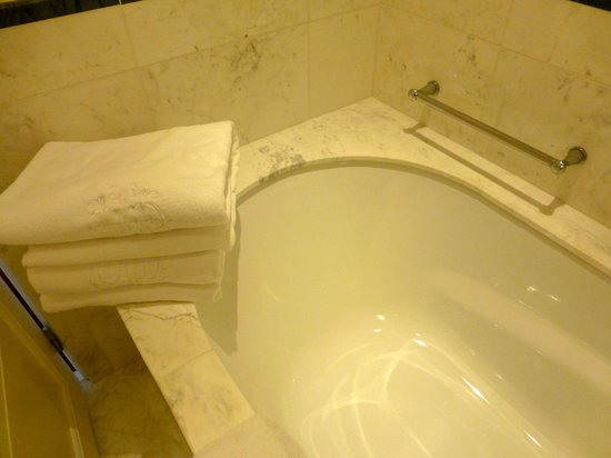 Belmond Copacabana Palace:                   Bath surround edge bigger than bath, very uncomfortable.