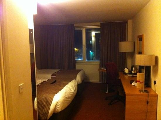 Jurys Inn:                   room