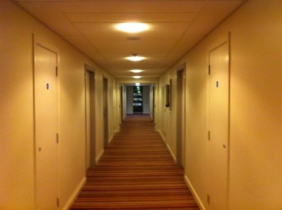 Jurys Inn Aberdeen:                   corridor